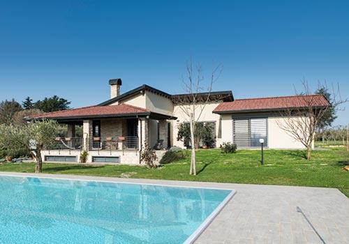 Casa in Legno Manziana con Piscina