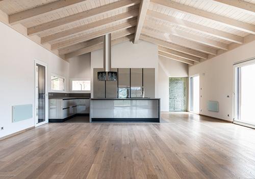 Interno casa in legno travi a vista bautiz bautiz case for Interni di case in legno contemporanee