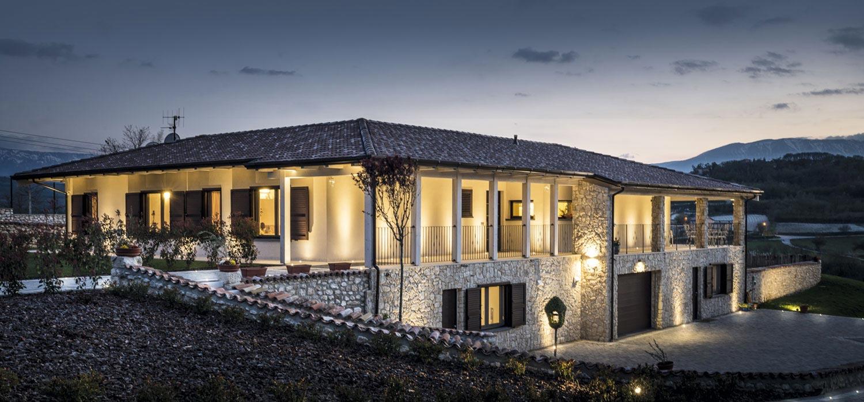 Casa Bautiz in legno